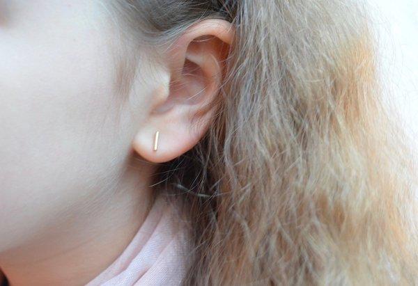 Zarte 7mm Stäbchen Ohrringe 333er Gelbgold - Sonne Sieben